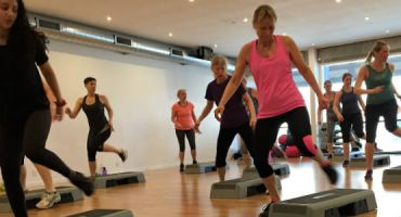 Step Aerobic - energisk konditionstræning på stepbænke